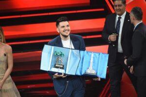 PIALAURICAPRI veste Gaudiano vincitore delle Nuove Proposte a Sanremo 2021
